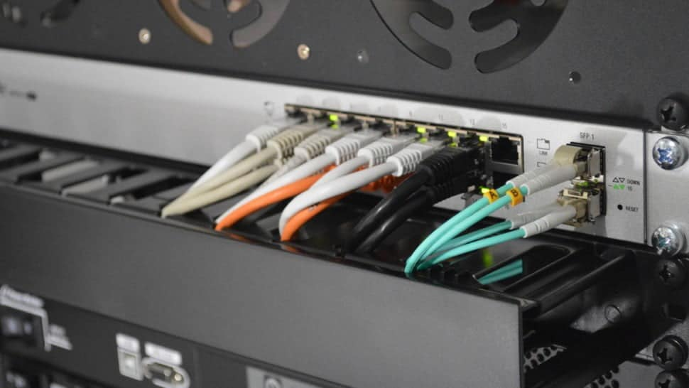 Image off a server with cables interconnected to process the 5G data